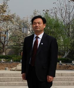 党委书记兼副校长:刘国材(高级教师)